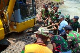 Kodim Jembrana perbaiki irigasi terdampak banjir
