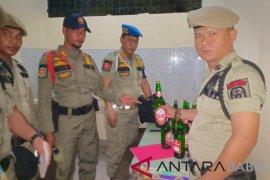 Tujuh warung ketahuan jual minuman beralkohol di pasar Mambo