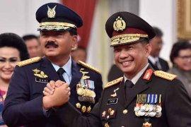 """Panglima TNI-Kapolri klarifikasi soal foto """"dua jari"""""""