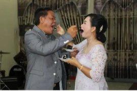 Bupati Sanggau rayakan pernikahan perak