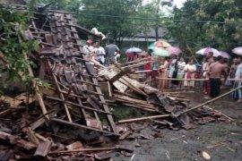 Lima Kecamatan di Jember Diterjang Angin Puting Beliung