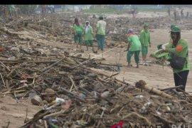 1.000 personel DLHK Badung bersihkan sampah pantai