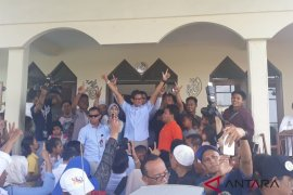 Sandiaga Uno kunjungi korban kebakaran di Tomang