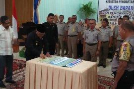 Menteri ATR-BPN Serahkan 525 Sertifikat Pada Warga Banten