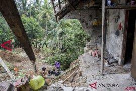 Puluhan rumah tertimbun longsor di Sukabumi