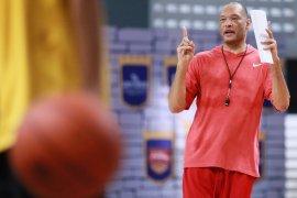 Brian Rowsom tersanjung diminati latih timnas basket putra