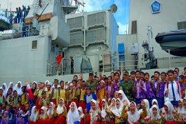 """Pelajar serbu KRI Fatahillah """"Open Ship"""" di Dermaga Trisakti"""