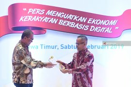 "HPN 2019, Dirpem LKBN Antara Terima ""Press Card Number One"""