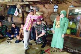 Dandim 1001/Amt-Balangan Dikukuhkan Sebagai Warga Kehormatan Suku Dayak