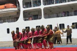 Tarian tradisional sambut kapaMS Seven Seas Mariner di Sabang