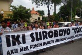 Pegiat Seni Jalanan di Surabaya Demo RUU Permusikan