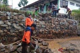 BPBD Kabupaten Bandung targetkan perbaikan Tanggul Pasirjati rampung hari ini