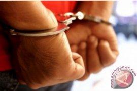 """Jalankan modus """"cewek pesanan"""" via medsos, seorang pria di Mataram ditangkap polisi"""