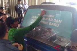 Bawaslu razia alat peraga kampanye di angkutan umum