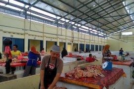 Pedagang daging ayam mulai tempati pasar rakyat
