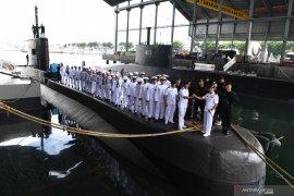 Kapal selam pertama buatan anak bangsa diluncurkan