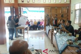 KPU Gunungsitoli mulai lipat surat suara