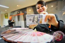 Rupiah melemah seiring dipangkasnya proyeksi ekonomi global