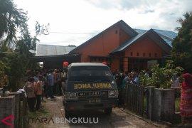 Warga Tanjung Jaya tewas diduga dibunuh suami sendiri
