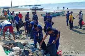 Satpolairud clean up Pagatan Bahari Beach
