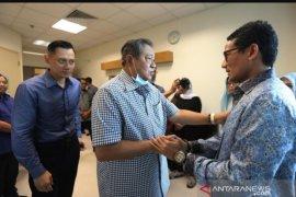 Sandiaga Uno jenguk Ani Yudhoyono di Singapura
