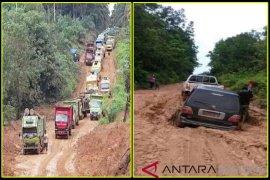 Jalan rusak parah hambat distribusi kebutuhan pokok di pelosok Kotim
