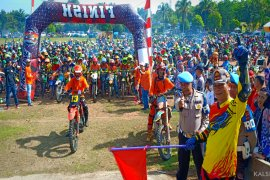"""A thousand millennial riders enliven """"One Day Latber Adventure Trail"""""""