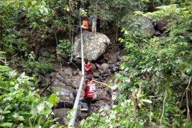 PMI Salurkan Air Rinjani Untuk Korban Gempa