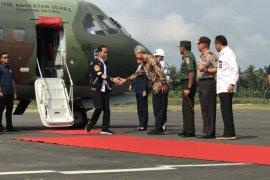 Presiden Jokowi resmikan PLTU hingga bagi sertifikat tanah