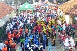 Sambut HUT Kota Tangerang, Warga Kecamatan Benda Ikuti Gerak Jalan dan Senam Massal
