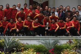 Presiden Jokowi terima Timnas Garuda Muda di Istana