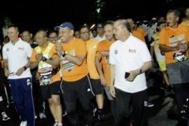 Sambut HPN, Ribuan Peserta Ikuti Lari Malam 5 Kilometer