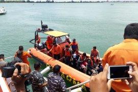 Sepuluh ABK terombang-ambing di Laut Jawa dievakuasi ke Pelabuhan Benoa