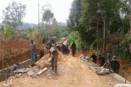 Kodim-Masyarakat bangun jalan dan drainase Martadah Baru
