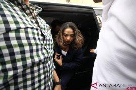 Kejari Surabaya terima pelimpahan tersangka VA