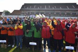 Ribuan Ibu Pemantau Jentik di Surabaya Hadiri Apel Gebyar PSN