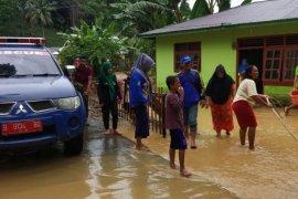 BPBD Gorontalo Utara Salurkan Makanan Bagi Warga Terdampak Banjir