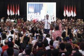 Jokowi: saya acung jempol untuk mbak Ratna Sarumpaet karena jujur