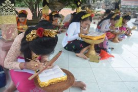 "1.000 siswa Bali ikuti Festival ""Nyurat"" lontar"