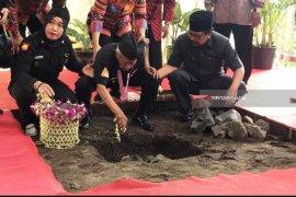 Pakde Karwo Resmikan Perubahan Sebagian Nama Jalan di Surabaya