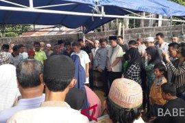 Ratusan warga antar jenazah Ketua DPRD Bangka Barat