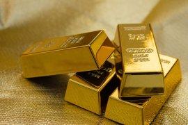 Emas turun kembali seiring menguatnya pasar ekuitas AS