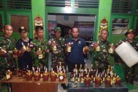 Satgas Pamtas gagalkan penyeludupan minuman keras ilegal asal Malaysia