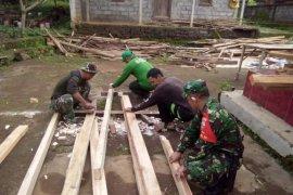 Satgas TMMD Bangli tinggal di rumah penduduk