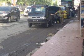 Warga minta Satpol PP  tertibkan bengkel mobil di Jalan Zainal Arifin Langkat