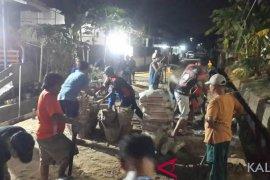 Swadaya Gotong Royong Warga Sempaja Selatan Bangun Jalan Lingkungan