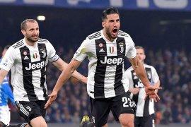Kemanangan Juventus di markas Napoli diwarnai dengan hujan kartu