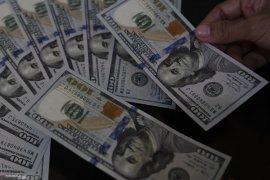 Dolar AS jatuh menjelang pidato ketua Federal Reserve AS
