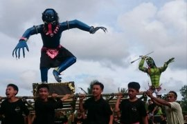 Umat Hindu di Belitung arak lima ogoh-ogoh jelang Nyepi