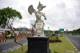 "Bali lengang tapi aktivitas masyarakat tetap ""hidup"""
